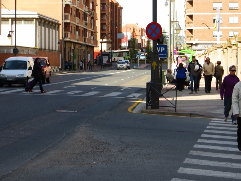 Here is a yellow arrow marking the route through Logrono.