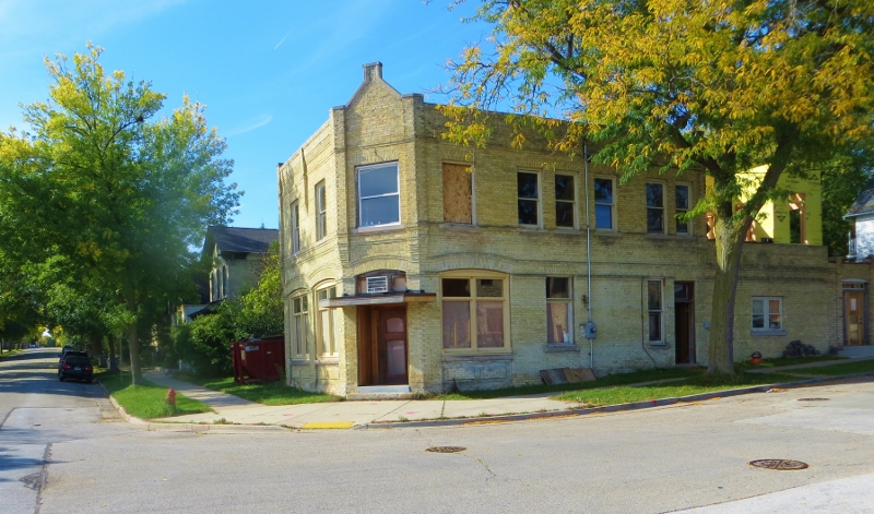This is a nice example of a cream style brick tavern. At one time, there was always a tavern within walking distance in the Midwest. neighborhood taverns in the Midwest.