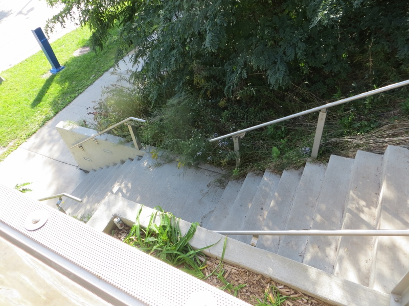 I continued north and soon ran into this short 21-step stairway to a small plaza.