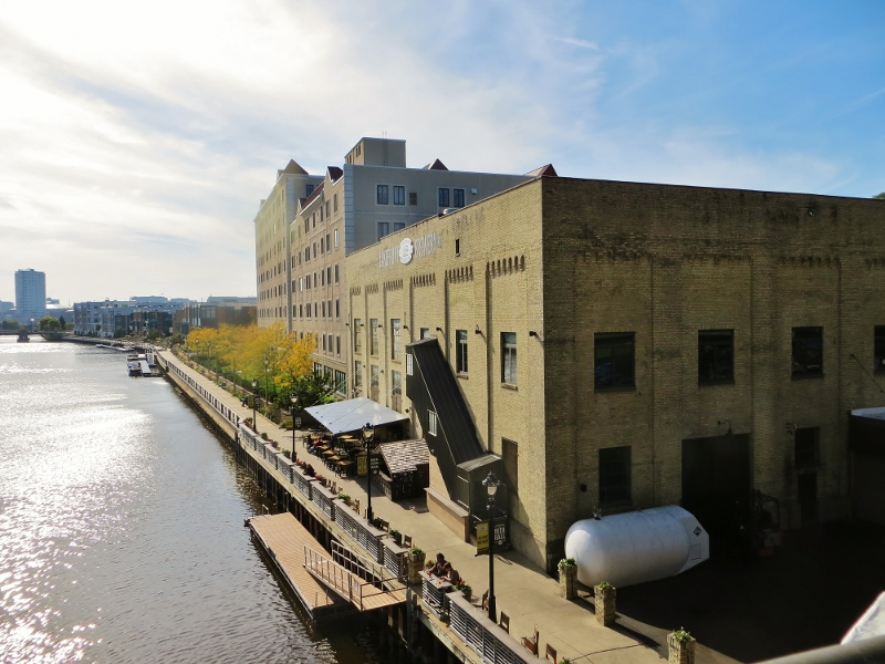 Looking the other way, this old cream style factory building is now a small brewery. Several years ago Milwaukee was the home of Schlitz, Pabst, Miller and Blatz beers. Miller is the only one still in Milwaukee.