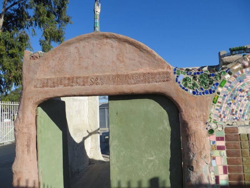And finally the remaining entry way to what was at one time Rodia's house - Nuestro Pueblo (our town).